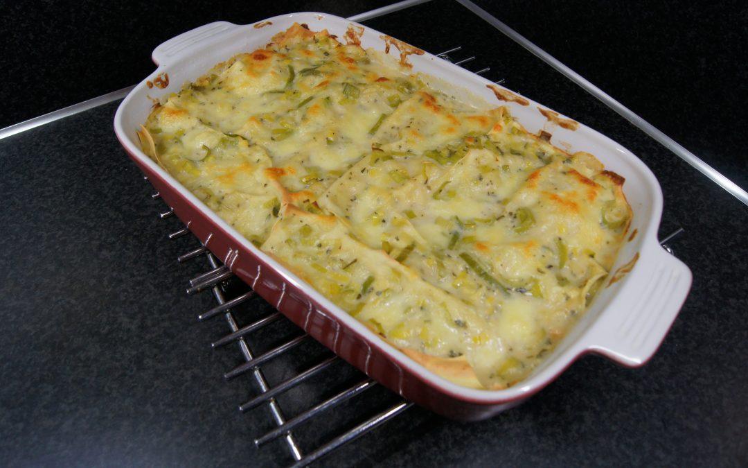 Witte lasagne met prei en verse Italiaanse kruiden