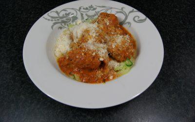 Courgetti en gehaktballetjes in tomatensaus