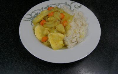 Kip-kerrie met witlof, waspeen en banaan