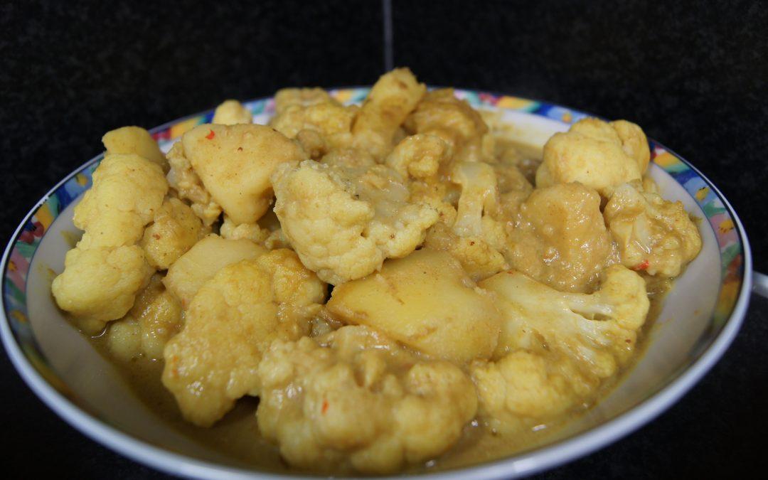 Cauliflower gashi (bloemkool-aardappel curry)