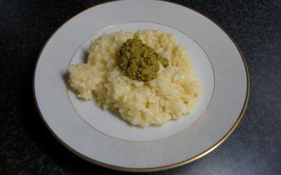 Risotto bianco con pesto (met tomatensalade)