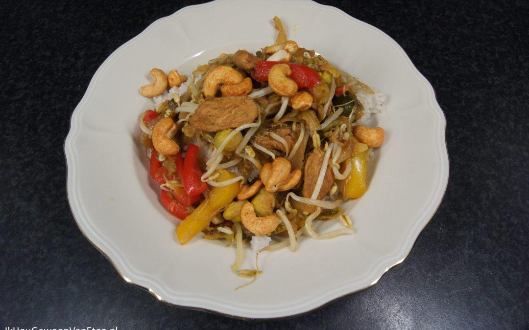 Roergebakken kip met spruiten, paprika, taugé en cashewnoten