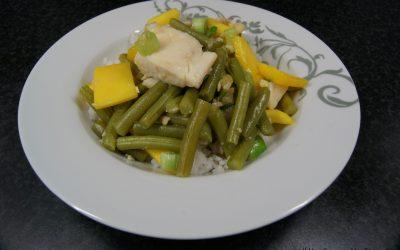 Tilapia met sperziebonen en mango in gembersaus