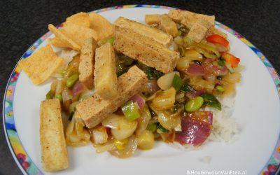 Groenten in zoetzure saus met tofoe