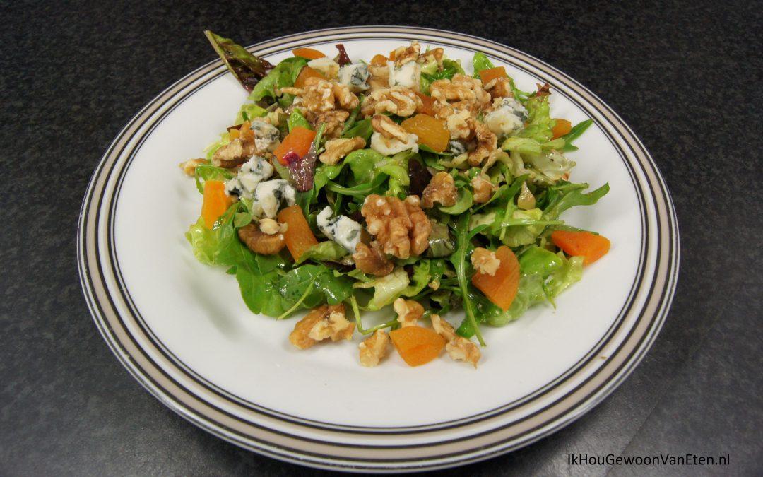Salade met roquefort, abrikozen en walnoten