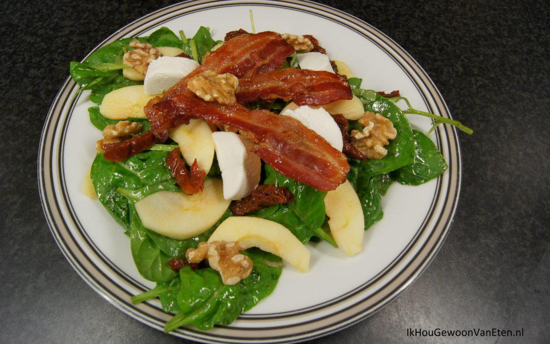 Salade met appel, spek en geitenkaas