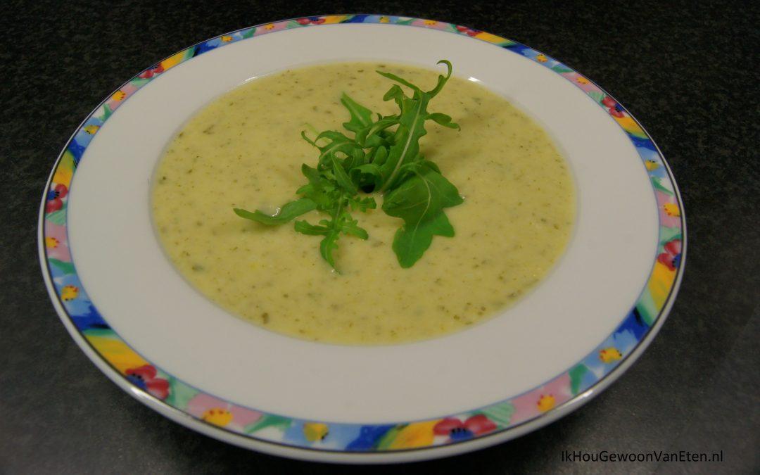 Prei-aardappelsoep met rucola