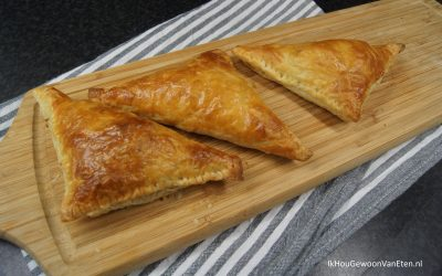 Bladerdeegflapjes met pruim, hazelnoot en kaas