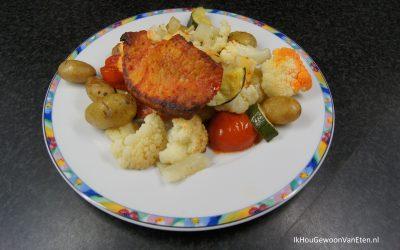 Traybake met bloemkool, venkel, courgette en gemarineerde varkensfiletlapjes