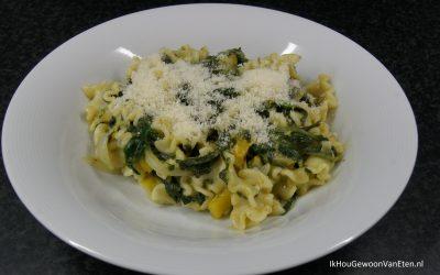 Pasta met spinazie en pesto