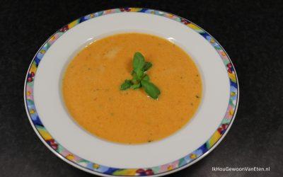 Soep van geroosterde paprika's en mascarpone