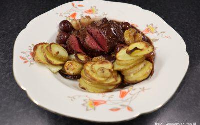 Biefstuk met gember-vruchtensaus en aardappeltorentjes
