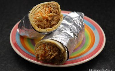 Burrito met cola-kip en kool-wortel-salade