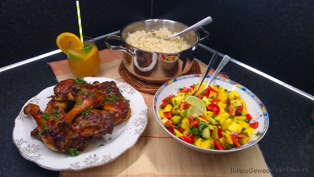 Jerk chicken met kokosrijst, mango-salsa en rum punch
