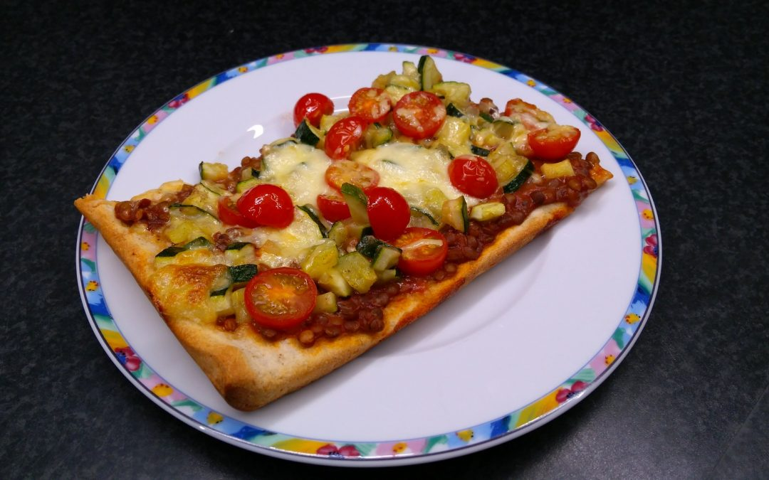 Pizza met linzen en courgette